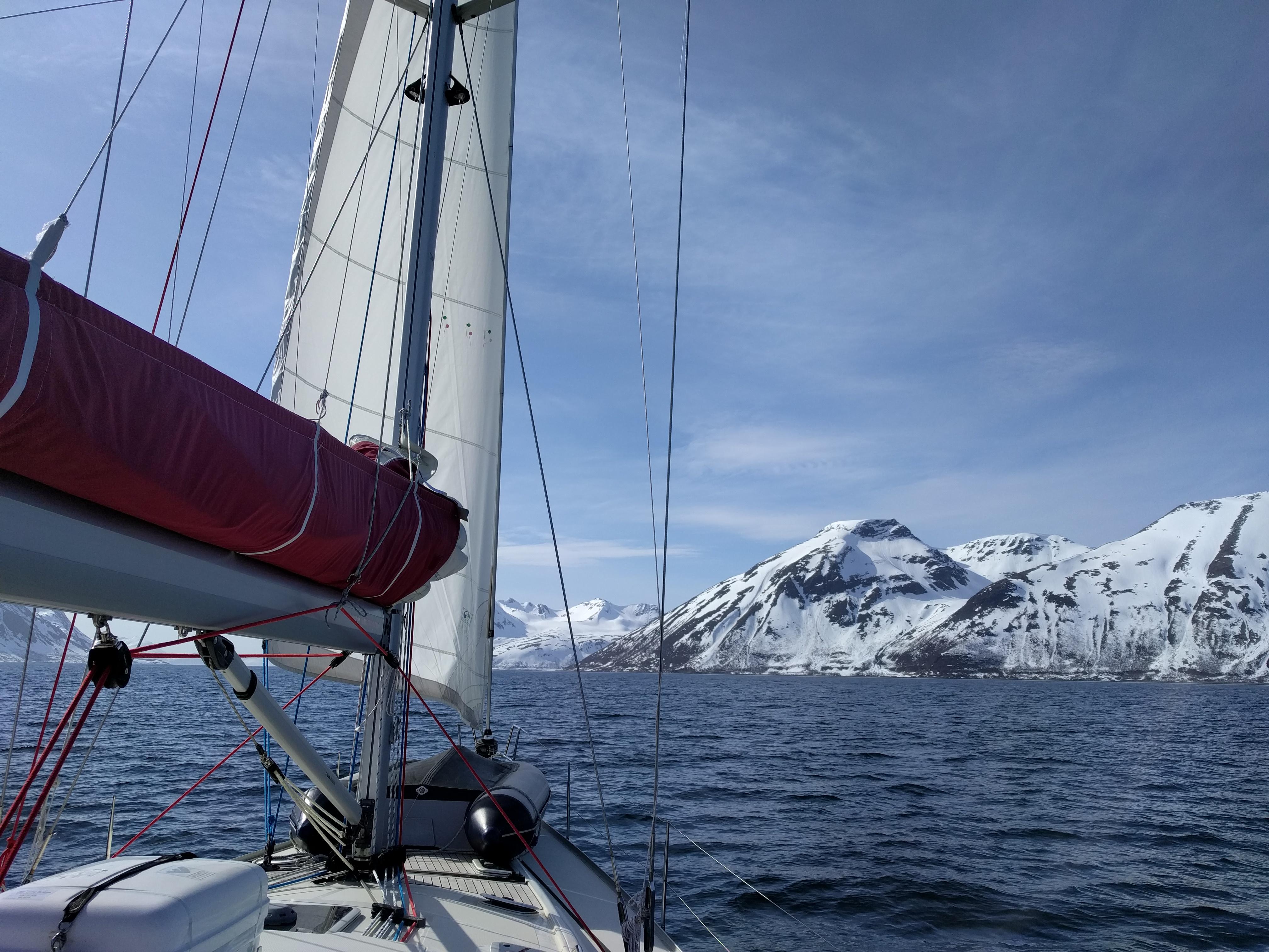Tromso fjorden zeilen boottocht sailing Noorwegen norway groepsreis rondreis vakantie SeaWind Adventures outdoor expeditie zeilvakantie
